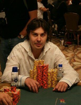 Николай Лосев в знаменитой белой рубашке
