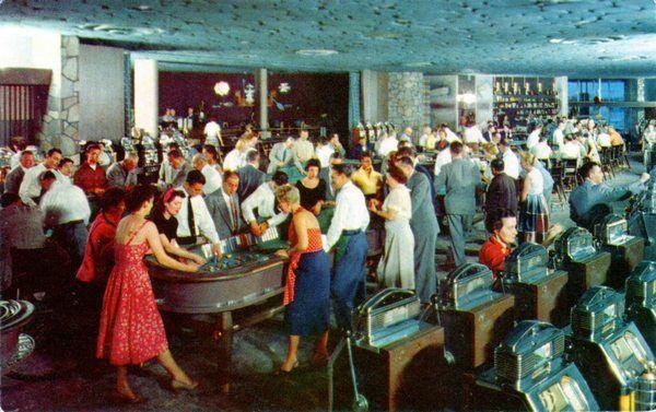 В казино отеля Flamingo, 50-е годы
